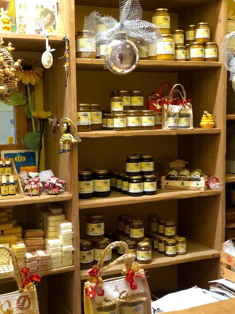prodotti presenti presso lo spaccio aziendale di apicoltura burato